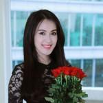 Tú Vi sở hữu nụ cười cực xinh với làn da trắng sáng rất đẹp, đây cũng chính là một trong những lý do để VIORIS International khi đầu tư tại Việt Nam, đã chọn Tú Vi làm gương mặt đại diện cho thương hiệu VIORIS.