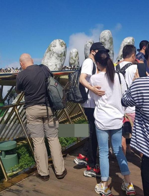 20181229104932 6ec5 1 Trong khi người hâm mộ còn bán tín bán nghi, Trịnh Thăng Bình đã công khai thả thính bạn gái tin đồn giữa sự kiện có IKON, MAMAMOO
