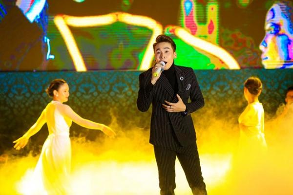 sao viet to chuc liv 9195 Một sao Việt tổ chức liveshow ở chùa, thu hút tới 17.000 khán giả tham gia